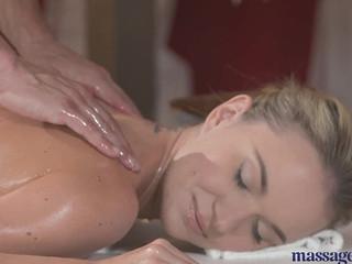 Секс на приеме у массажиста